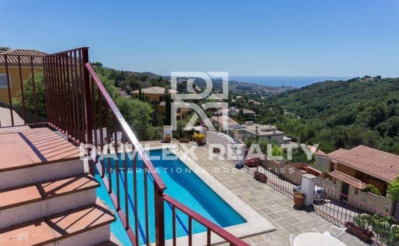 House in Alella with panoramic views