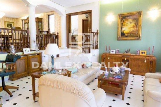 Villa in a prestigious urbanization