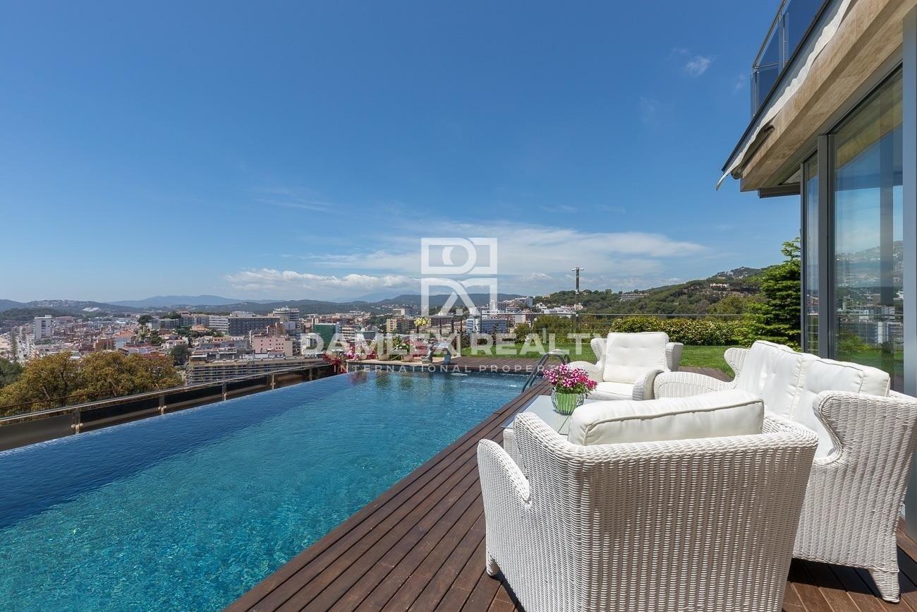 Modern villa with sea views on the Costa Brava
