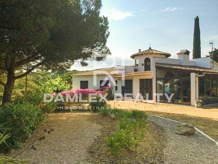 Villa is 10 minutes from the beach. Lloret de Mar