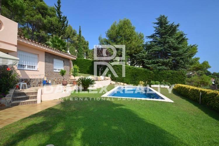Villa with sea views in front of Costa Brava