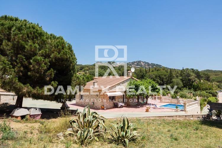 Villa with a large plot of 20.000 m2 of land. Costa Brava