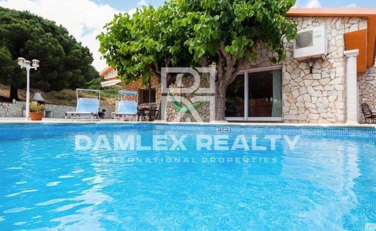 Villa with a large plot of 20.000 m2 of land. Costa Brava