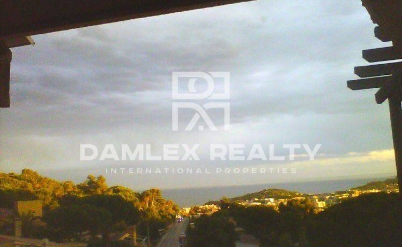 Two-storey house with 5 bedrooms in Lloret de Mar