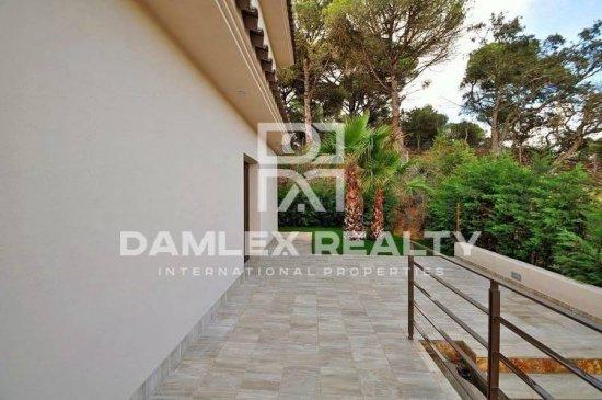 New villa with sea and mountain views in Lloret de Mar