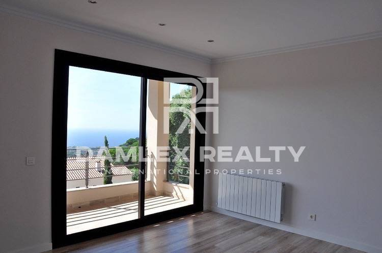 New villa with sea and mountain views in Lloret de Mar