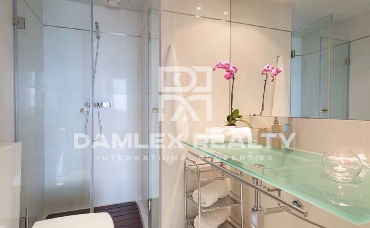 Apartment with sea views in front of the beach. Barcelona