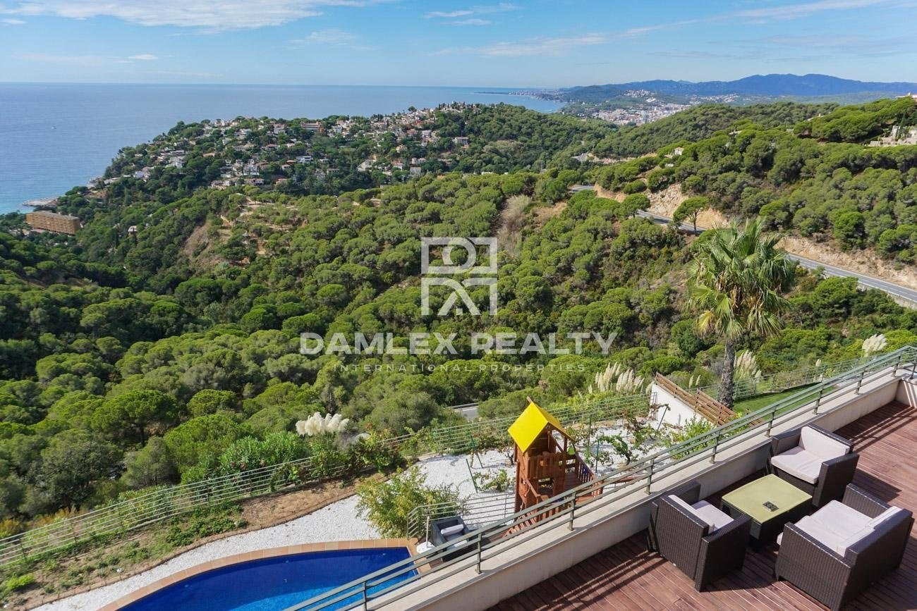 New modern villa in Lloret de Mar