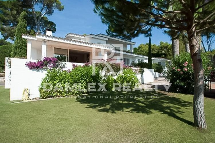 Villa on the first line of the sea with spectacular views. Costa Brava