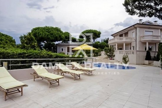 Luxury villa in the classic style in the city of S