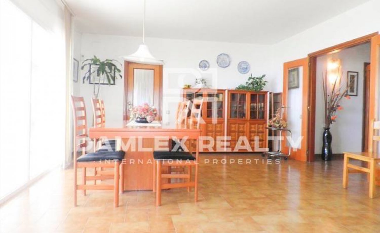 House with a large plot on the Costa Brava