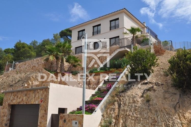 Modern villa with a sea view. Costa Brava
