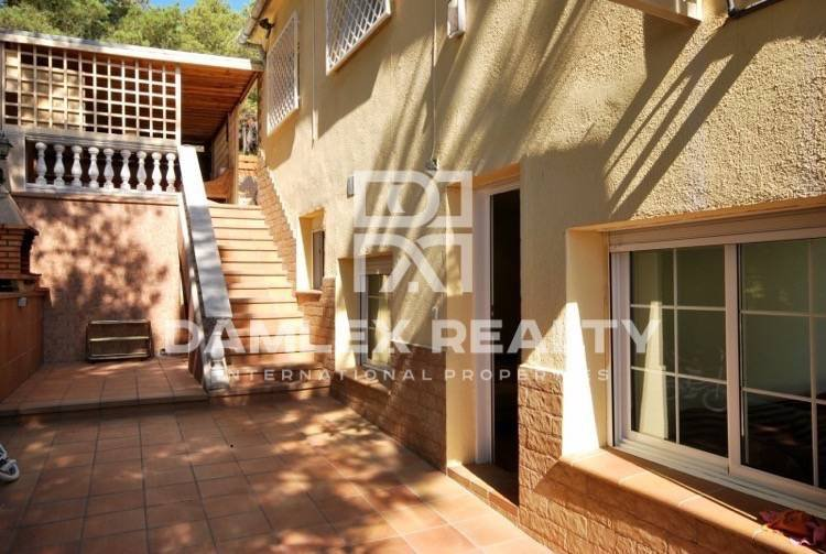 Cozy house for sale in Costa Brava, 800 m from the beach