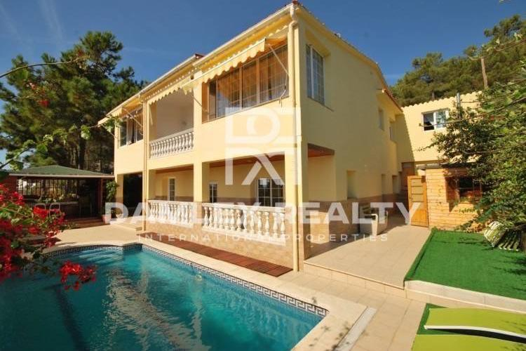 Cozy house 800 meters from the beach