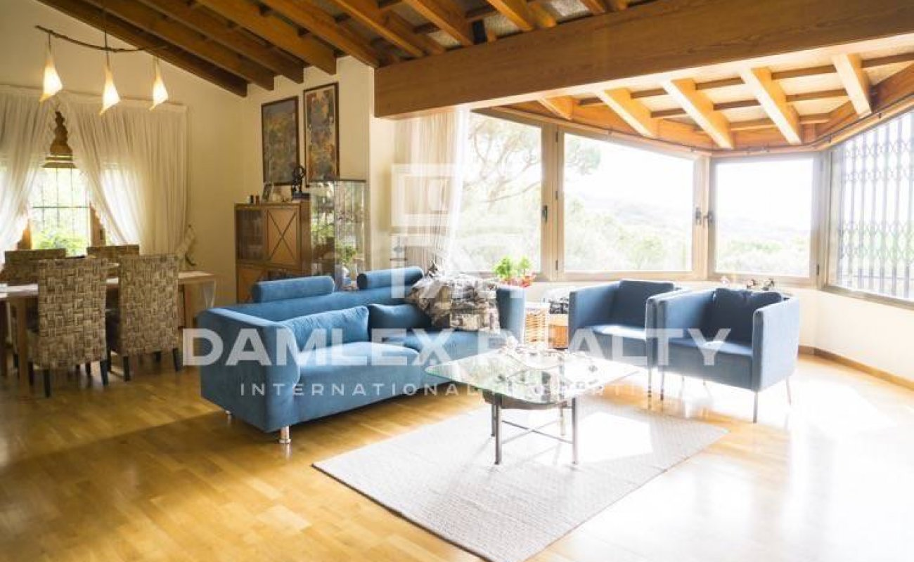 Villa with views of the pine forest and the sea. Costa Maresme