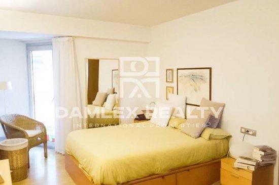 Three-storey apartment in Vila Olimpica, near beach