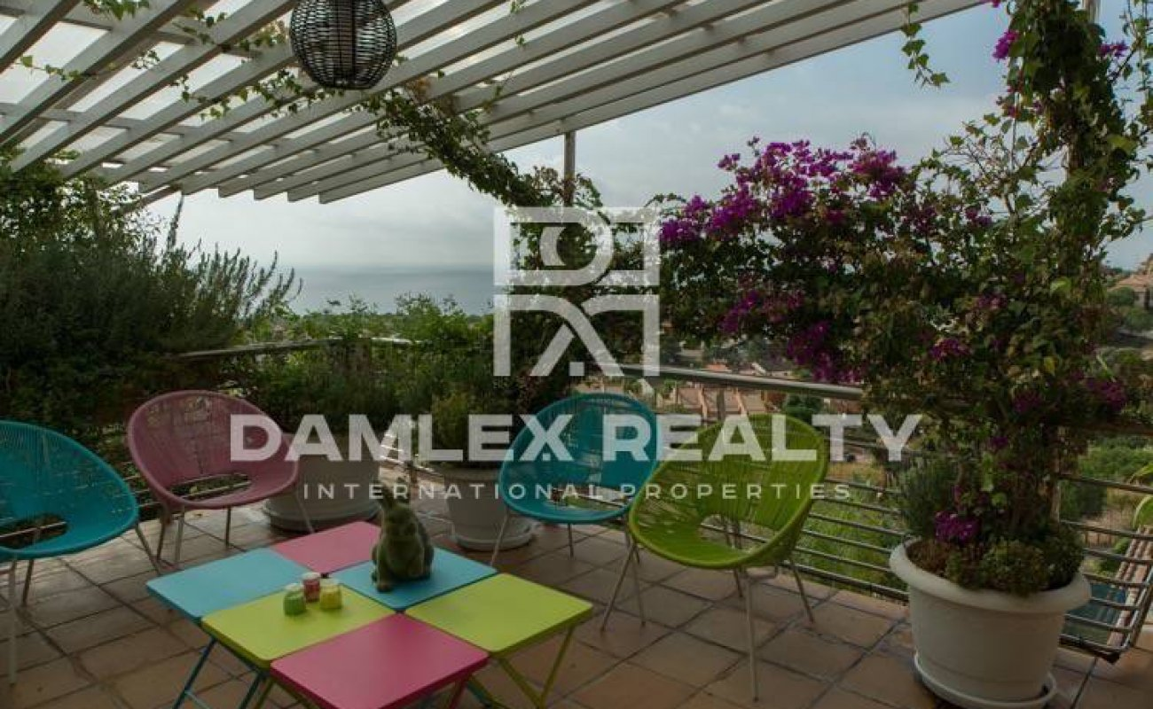 Villa with sea views in Teia