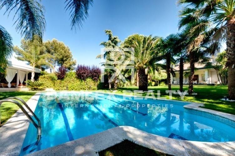 Luxury villa in one of the residential areas of Barcelona