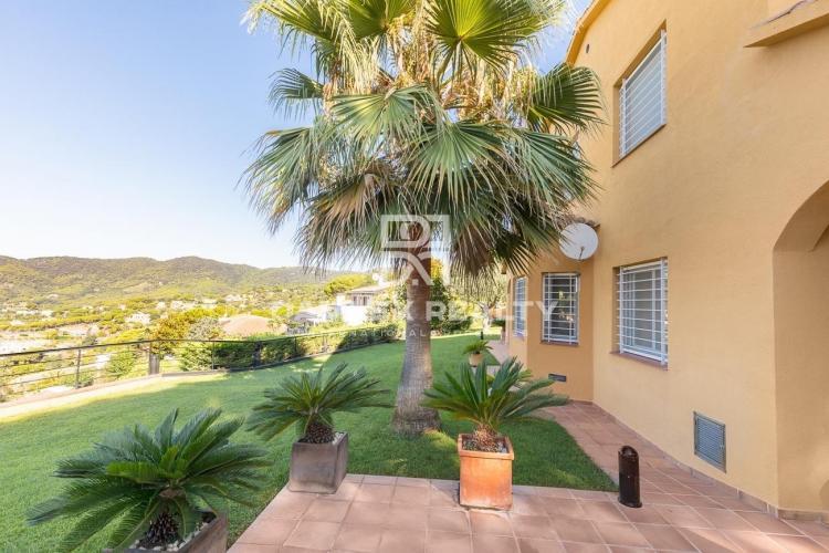 Villa with sea views in Cabrils
