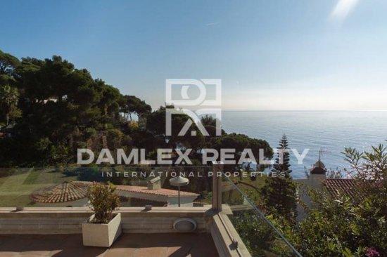 Villa with sea views in the urbanization of Lloret de Mar
