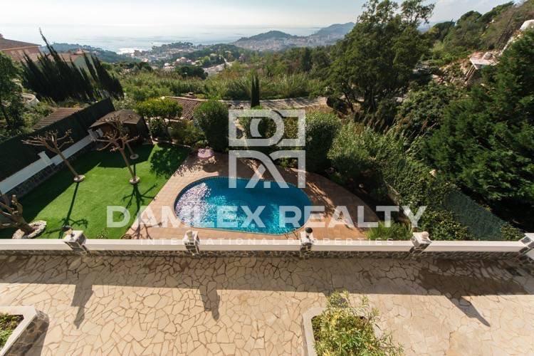 Villa with large pool and sea views. Costa Brava