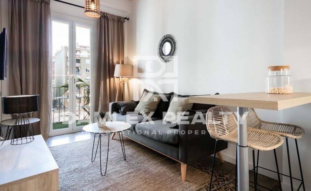 Apartment with terrace in a renovated house, Barcelona