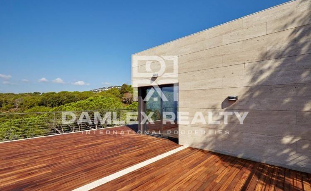 Villa with sea views and access to a private cove