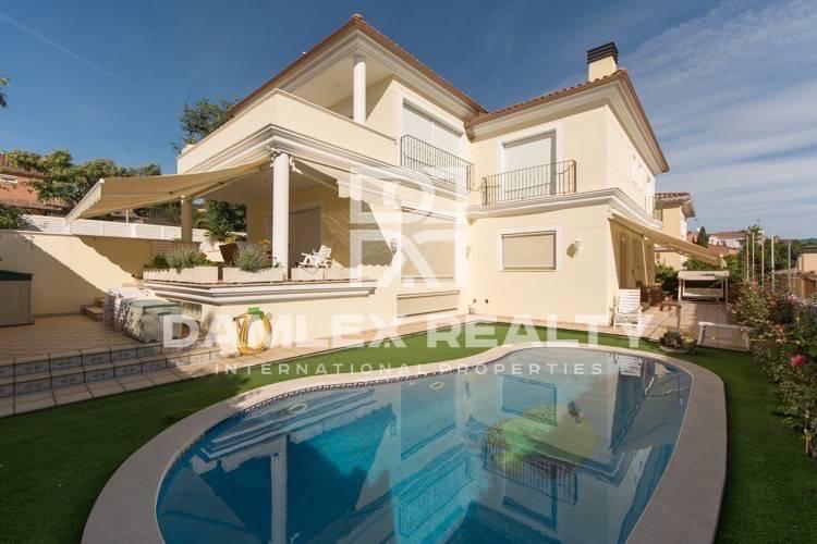 Villa with sea views in Premià de Dalt