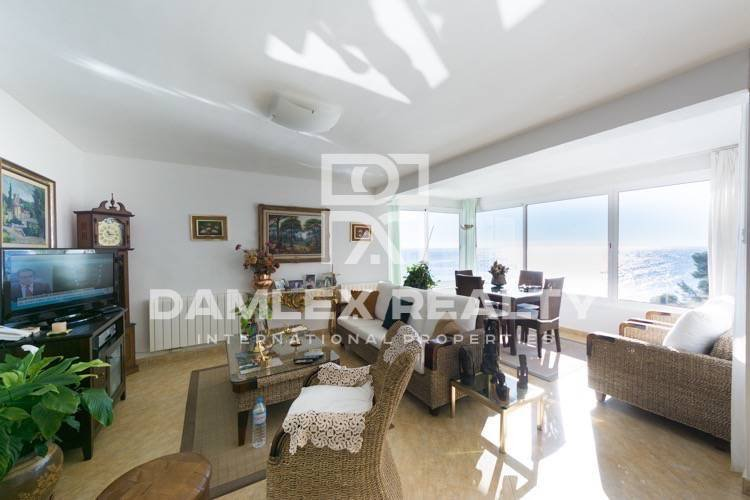 Villa in the first line of the beach in Lloret de Mar