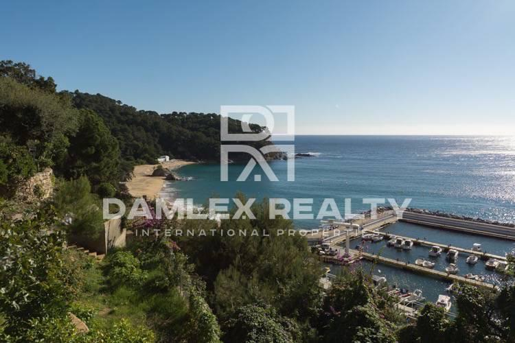 Villa in the first line of the beach in Lloret de Mar