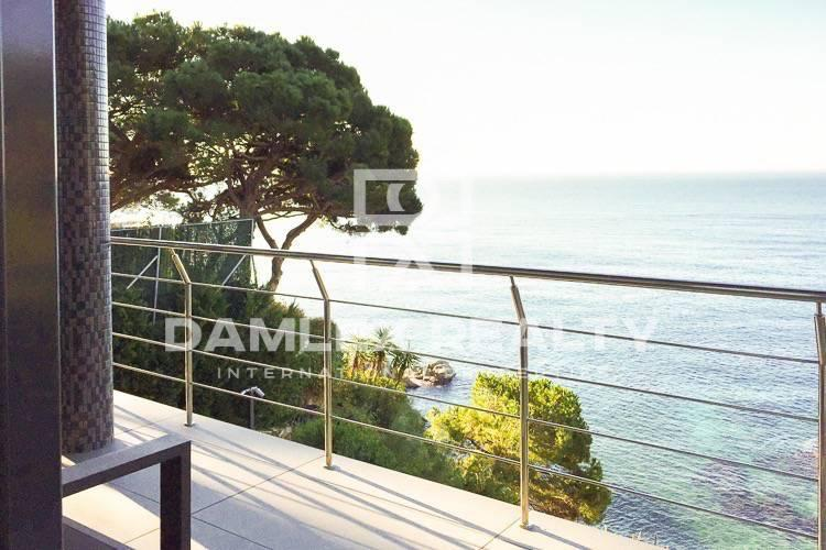 Villa in Lloret de Mar, with private access to the beach