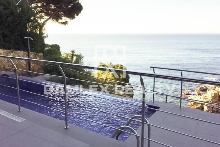 Villa in Lloret de Mar, with private access to the beach