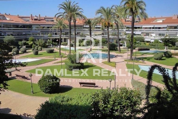 The apartment is in a luxury complex in front of the beach. Costa del Garraf
