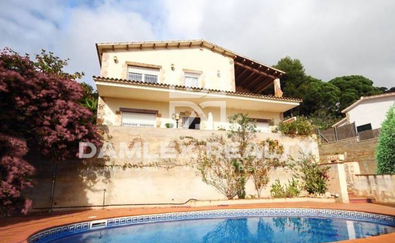 Villa with sea and mountain views