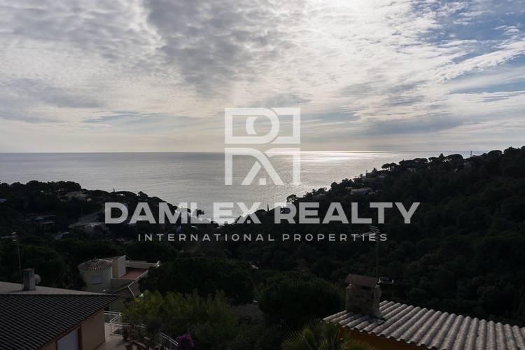 The villa is in a Mediterranean style. Tossa de Mar