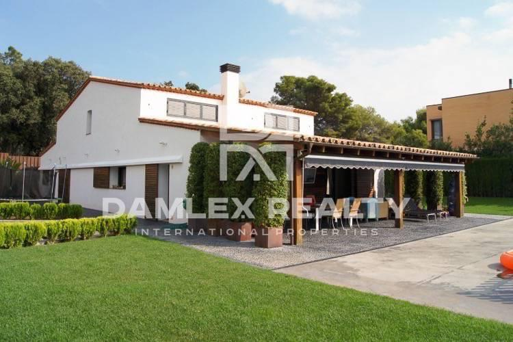 Villa in San Vicente de Montalt with sea views