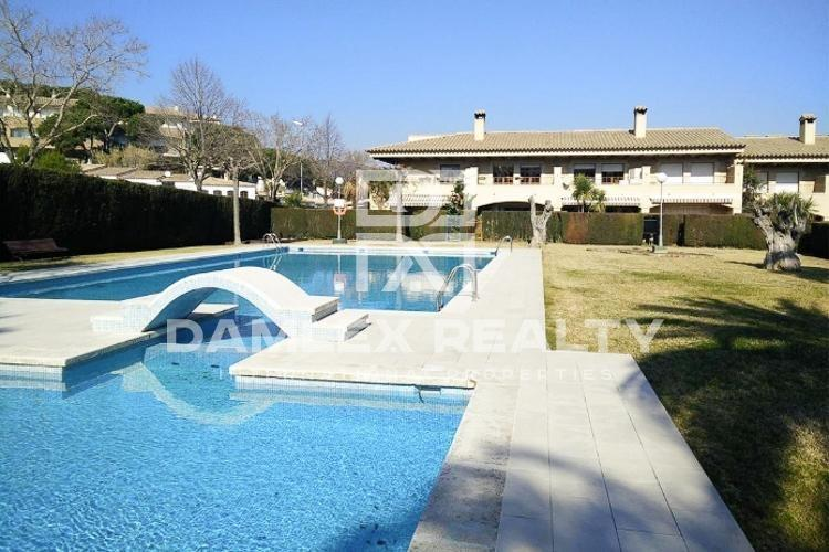 Townhouse  in a private urbanization with pool and tennis court. Costa Brava