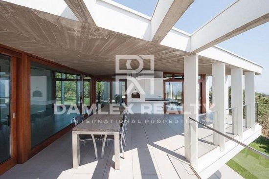 Modern villa with sea views near golf