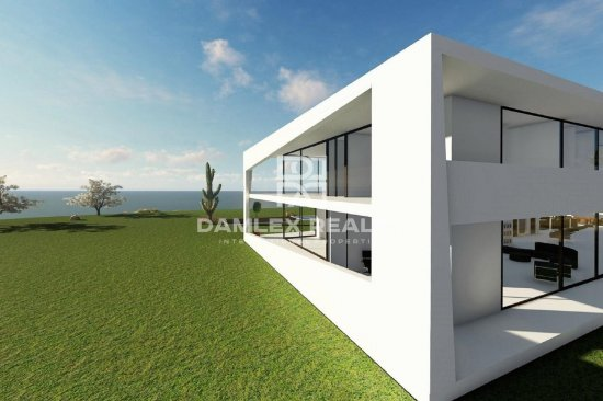 Modern new villa in the town of Begur