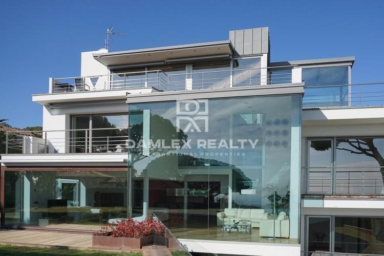 Villa with sea view in the town of Vilassar de Dalt