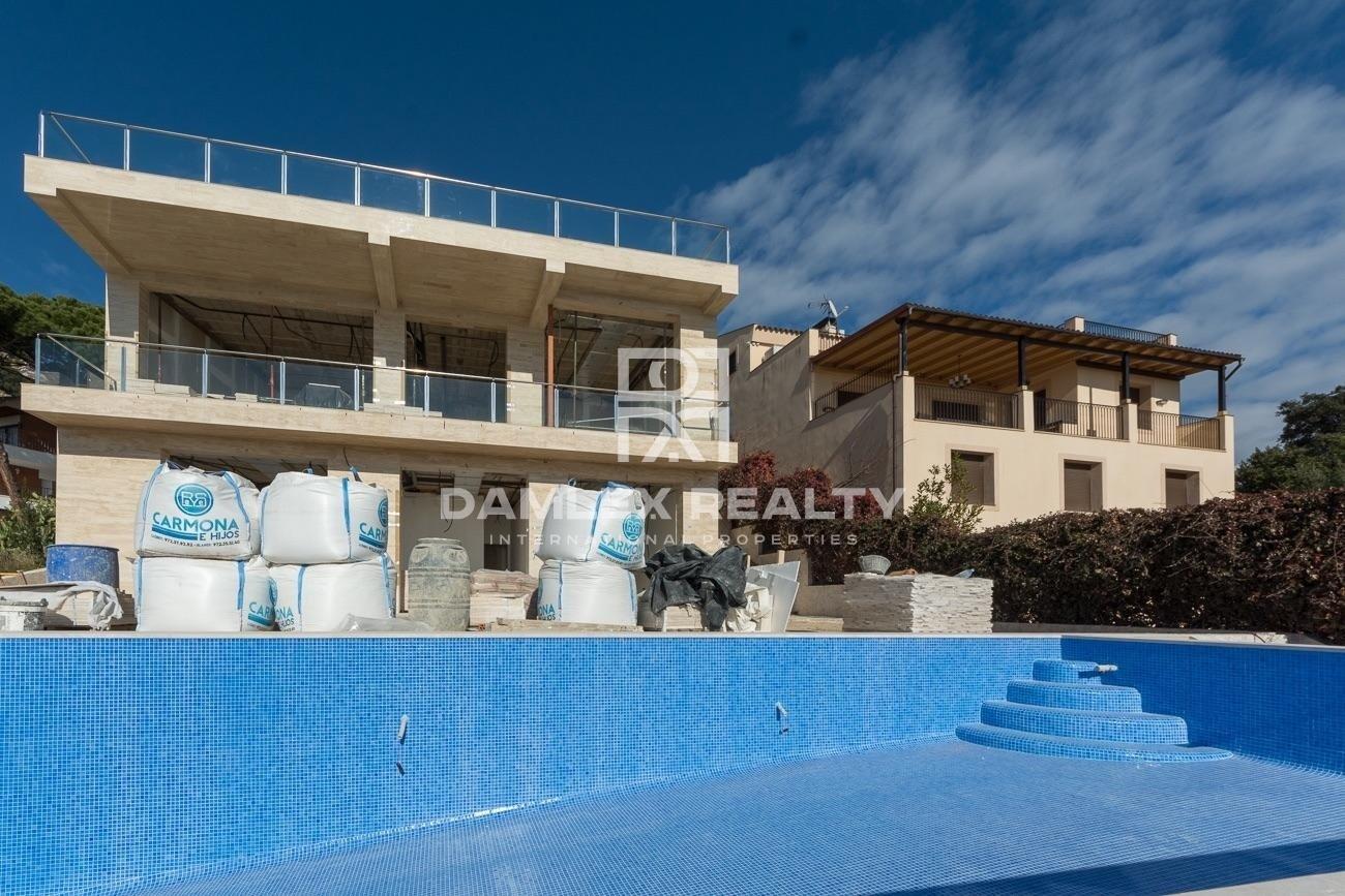 New construction. Modern villa with sea views, 5 minutes drive from Lloret de Mar