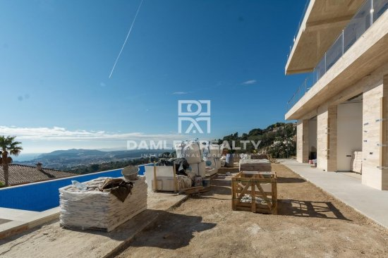 New construction. Modern villa with sea views, 5 minutes drive from Lloret de Mar