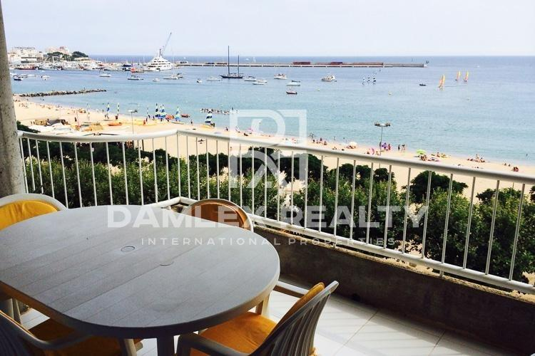 Beach front apartment in Palamos