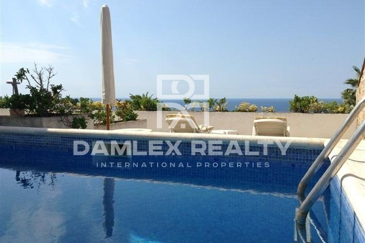 Luxury house with sea views in the urbanization of Lloret de Mar.