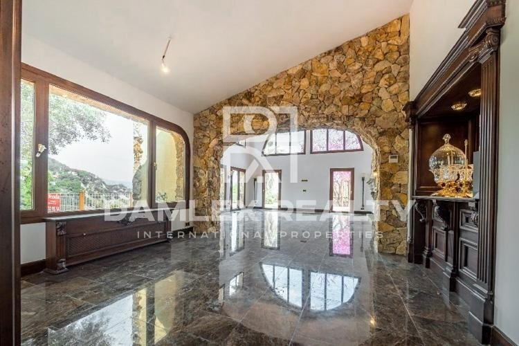 Reformed villa within walking distance to the beach