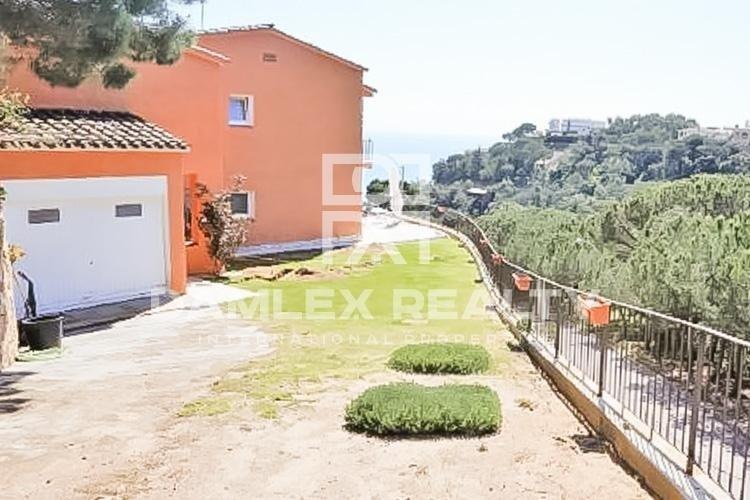 Villa with sea views in an urbanization of Tossa de Mar
