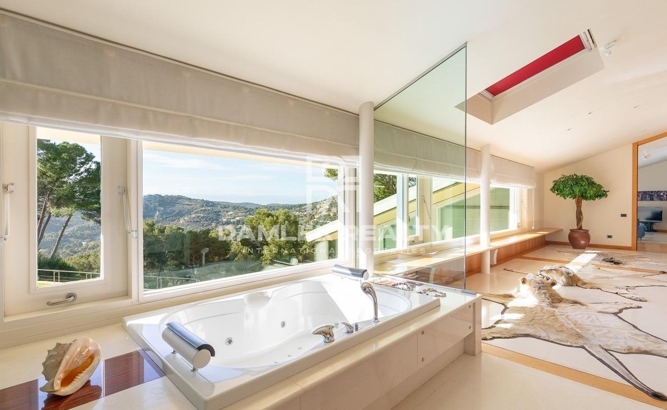 Modern villa with garden and sea views, close to Aiguablava beach