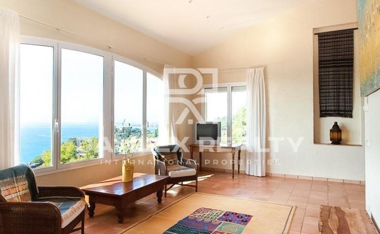 Villa in the exclusive resort of Cala San Francisco.
