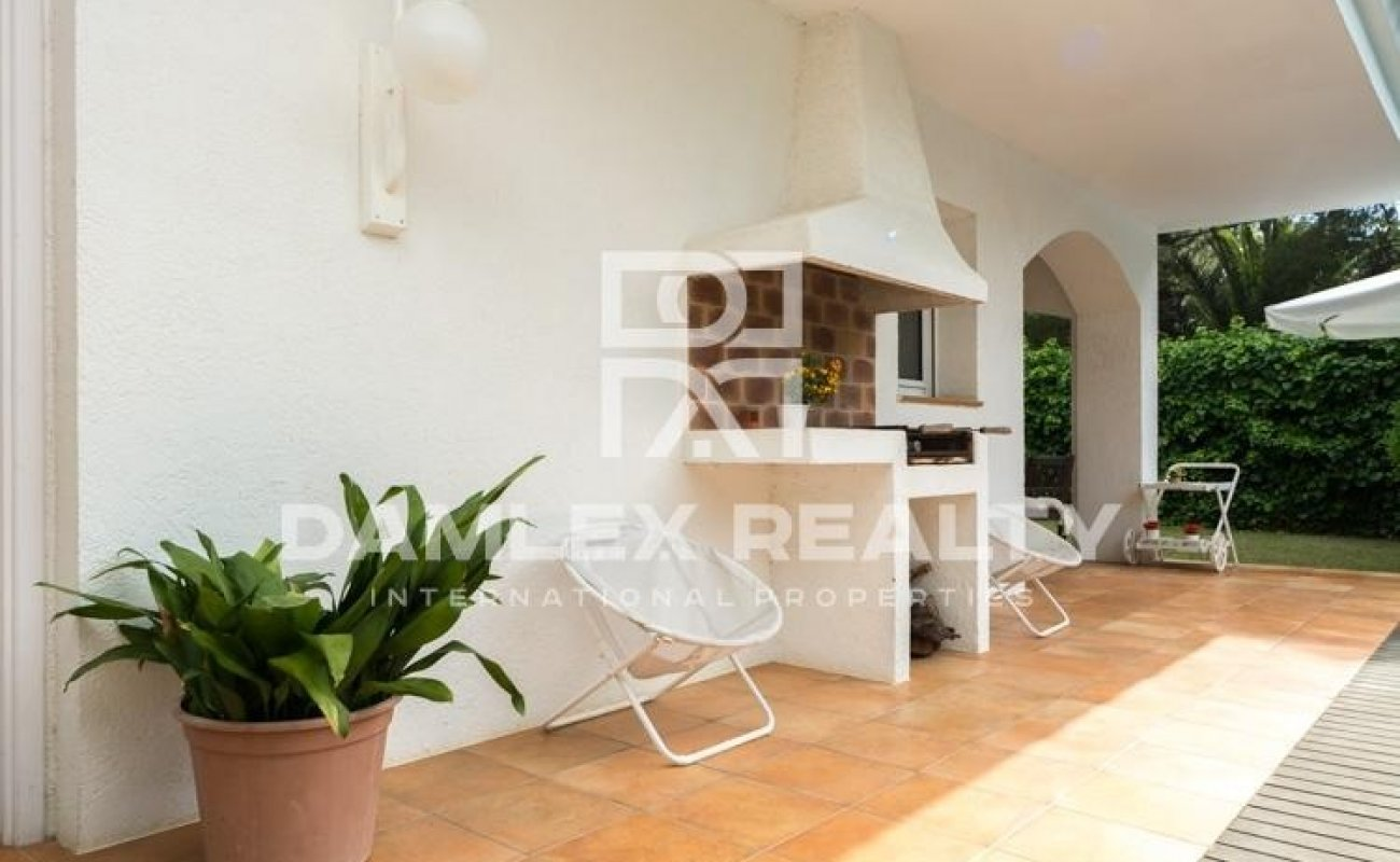 Villa in the exclusive town of Sitges, 250 meters from the beach