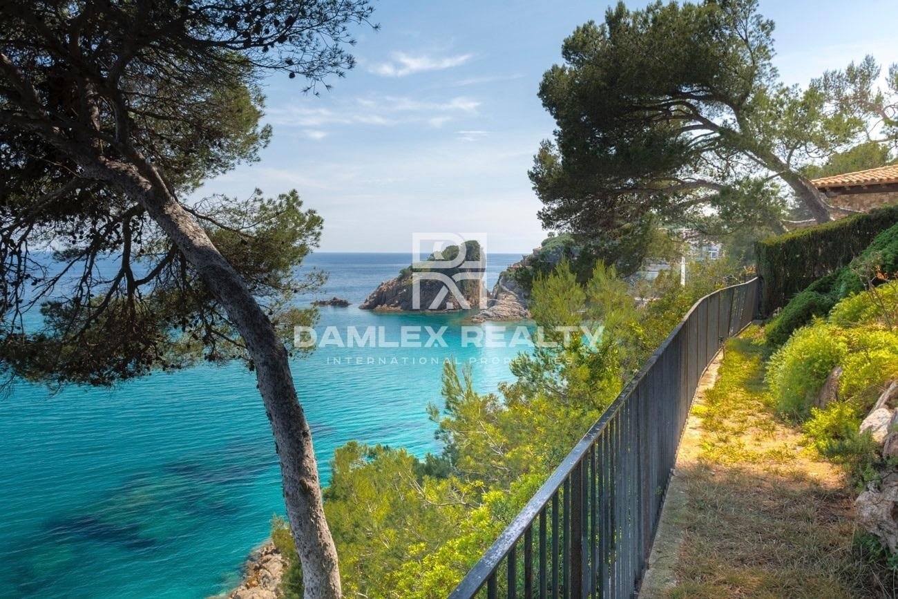 Villa in the first line of the sea. Costa Brava